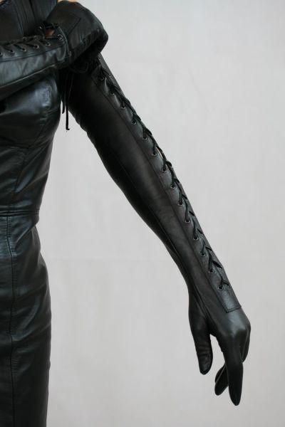 Lange Lederhandschuhe mit Schnürung auf Maß